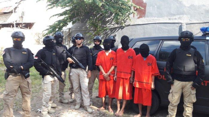 Seorang Anggota Polisi Babak Belur Saat Melerai Tawuran di Johar Baru