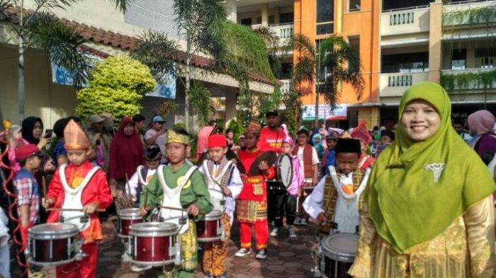 Rayakan Hari Kartini, Ratusan Siswa SDN Cilangkap 01 Gelar Karnaval