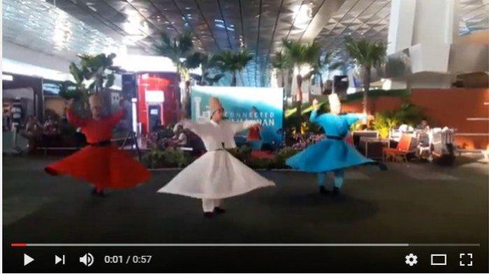 VIDEO: Ada Tarian Sufi Saat Ngabuburit di Bandara Soetta