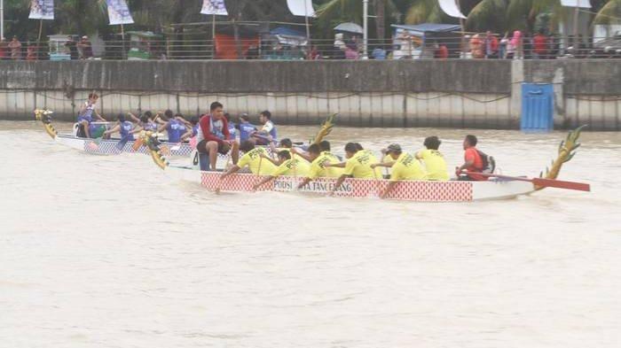 Pertunjukan Kembang Api dalam Pembukaan Festival Cisadane
