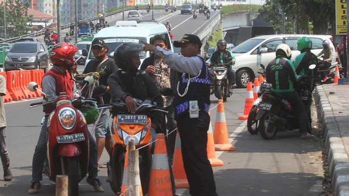 Dishub DKI Jakarta akan Pasang Rambu Lalu Lintas Biar Trotoar di Kuningan Tidak Jadi Pangkalan Ojek