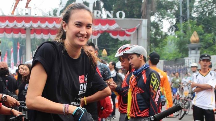 Nadine Chandrawinata Ajak Produsen Tidak Gunakan Kemasan Plastik