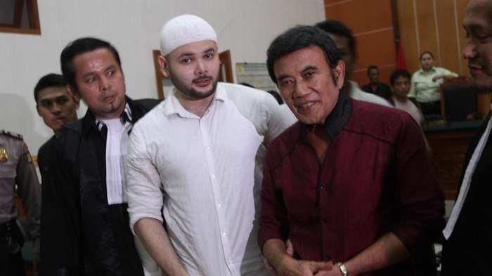 Sedih, Rhoma Irama Beribadah Ramadan Tahun Ini Tanpa Ridho Rhoma yang Masih Ada di Tahanan Polisi