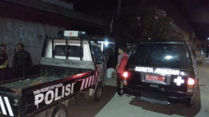 Iiih Serem, Ada yang Melambaikan Tangan di Dekat Mobil Jenazah Saat Polisi Patroli Tengah Malam