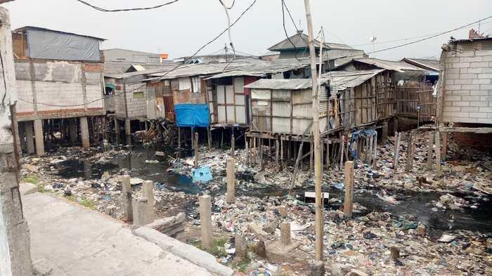 Kasatlak Badan Air Sudin LH Jakut: Kali Gendong Mau Bersih? Rubuhin Dulu Bangunan Liarnya