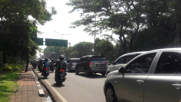 Pukul 09.51 Arus Lalin Jalan Sultan Agung ke Arah Salemba Padat