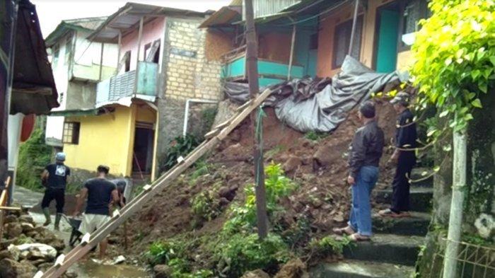 Satu Keluarga di Kampung Anyar, Cisarua Bogor, Diungsikan Karena Longsor