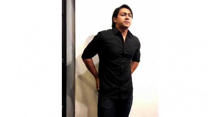 Deva Mahenra Ogah Jadi Penyanyi