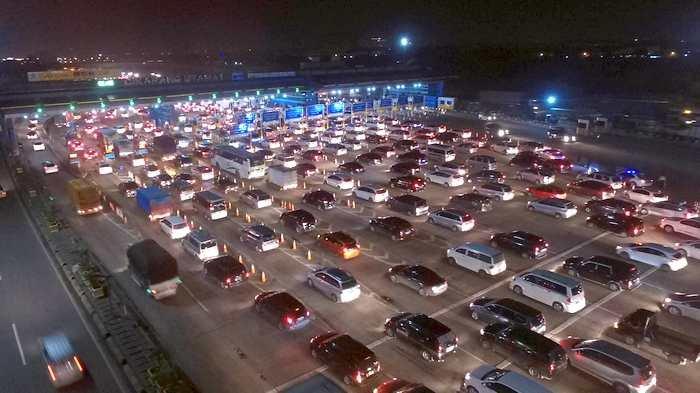 BERITA FOTO: Begini Kepadatan Gerbang Tol Cikarang Utama