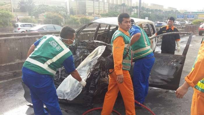 Ini Penyebab Toyota Innova Terbakar