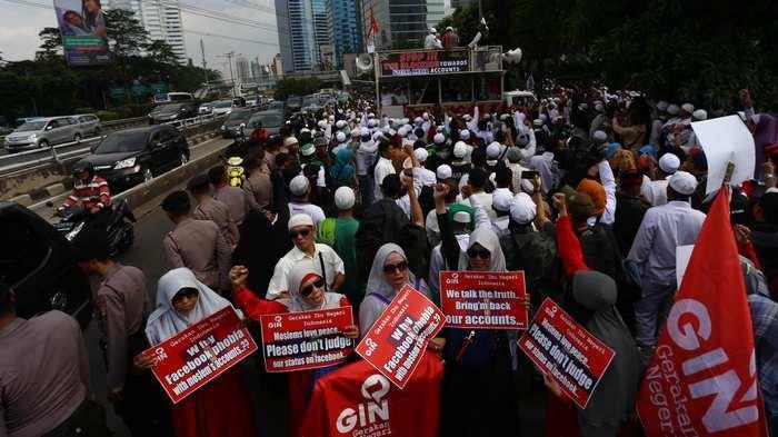 BERITA FOTO: Begini Saat Massa Protes Akun Facebook Diblokir