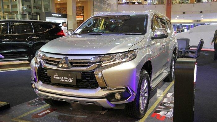 INILAH varian anyar Mitsubishi Pajero rakitan Bekasi. Rabu (17/1/2018), PT Mitsubishi Motors Krama Yudha Sales Indonesia (PT MMKSI) merilis dua varian baru Pajero Sport, yakni New Pajero Sport Exceed 4x2 transmisi otomatis dan GLX 4x4 transmisi manual, yang dirakit di Bekasi.