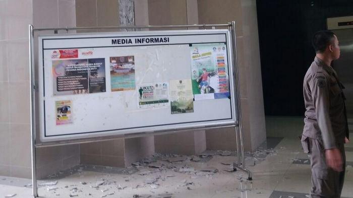 Diguncang Gempa, Dinding Keramik dan Plafon Gedung di Kompleks Balai Kota Depok Rusak