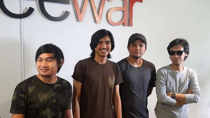 Personel Sheila On 7 ditemui di sela-sela waktu mengadakan press confrence rilis single 'Film Favorit' dan label 507, di Coffeewar Bangka, Kemang, Jakarta Selatan, Senin (29/1/2018).