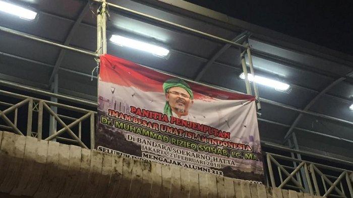 Spanduk Ajakan Jemput Habib Rizieq di Bandara Soetta Mulai Bertebaran