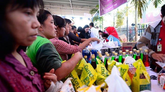 Warga Serbu Pasar Murah di RPTRA Pola Idaman Pondok Labu