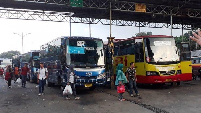 Kehabisan Tiket Kereta Api, Pemudik Beralih Naik Bus di Terminal Baranangsiang