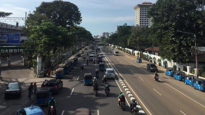 Arus Lalu Lintas Jalan Medan Merdeka Timur Ramai Lancar