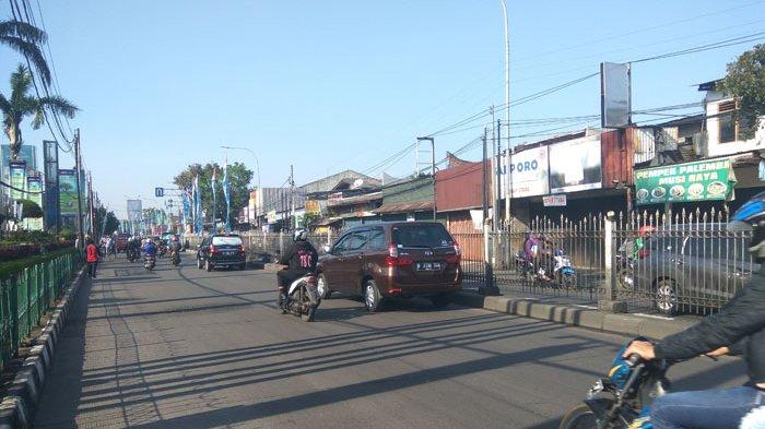 Pukul 09.40 Jalan Raya Bogor Kramat Jati Ramai Lancar