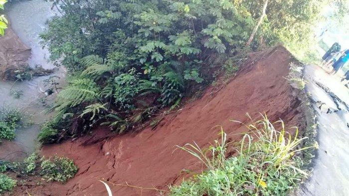 Tanah Longsor di Desa Neglasari, Tutupi Aliran Sungai Cihideung Ilir