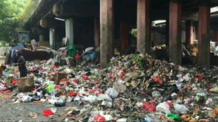 Jalan Licin dan Sempit, Pengelola Harus Bikin Akses untuk Angkut Sampah di Kolong Tol Wiyoto Wiyono