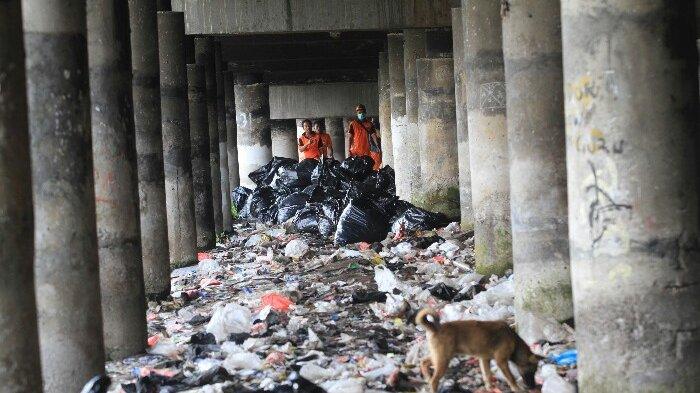 Kata Sandiaga Uno, Sampah di Kolong Tol Warakas Sudah Eksis Sejak Orde Baru