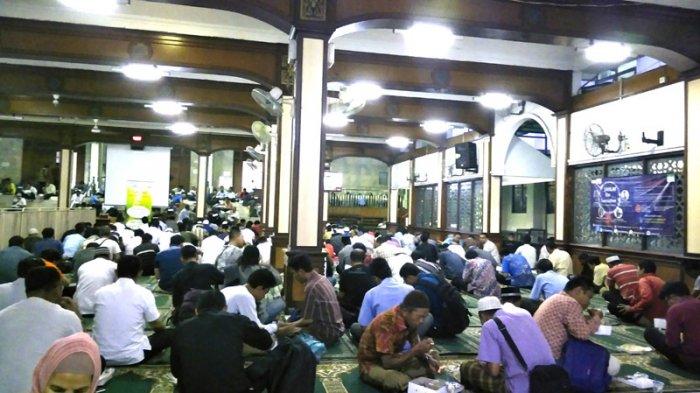 Masjid Agung Sunda Kelapa Bagikan 1000 Makanan Buka Puasa Gratis