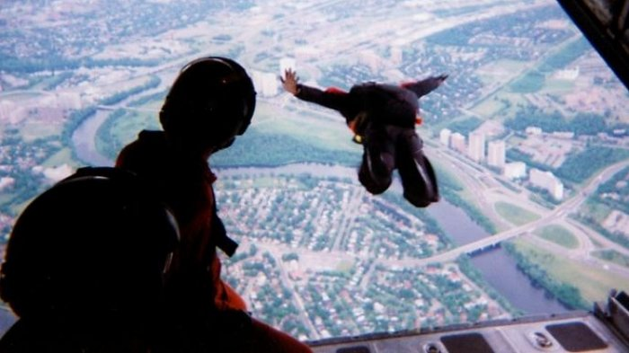 Tragis, Dua Atlet Terjun Payung Berpengalaman Tewas akibat Tabrakan di Udara