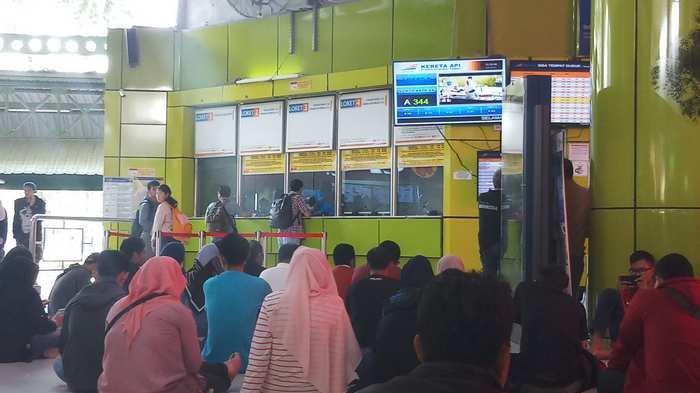 Banyak Penumpang Cancel, Stasiun Gambir Tambah Loket Pembatalan Tiket