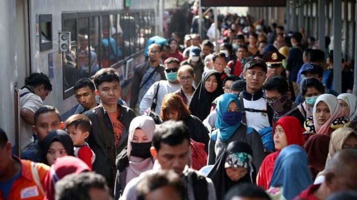 Hari Libur Lebaran Akan Diganti Biar Warga Tetap Bisa Mudik, Jokowi: Mudik Menenangkan Masyarakat
