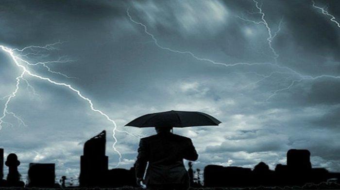 ILUSTRASI Hujan disertai petir