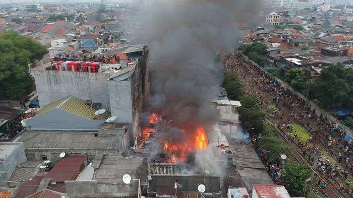 Anies Baswedan Janji Bantu Para Korban Kebakaran Tanah Tinggi