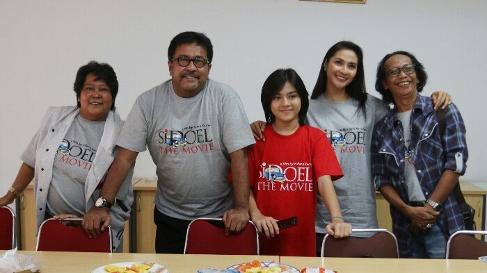 Rano Karno bersama Suti Karno, Reybong, Maudy Koesnaedi dan Mandra saat berkunjung ke Redaksi Warta Kota, Palmerah, Jakarta Barat.
