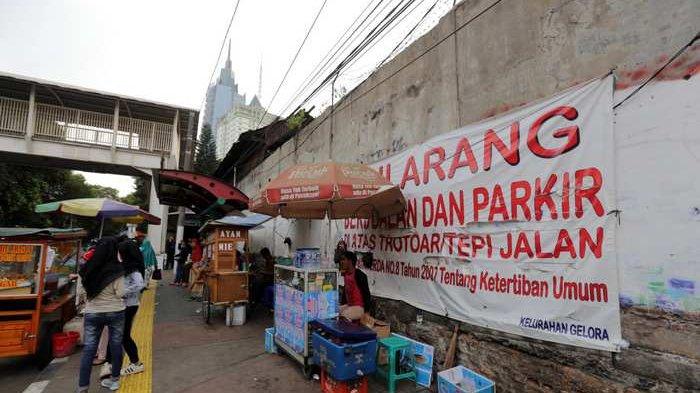 PKL Kini Boleh Jualan di Trotoar, Asal Tidak Ganggu Pejalan Kaki