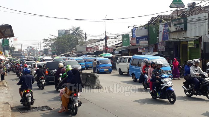 Mau ke Puncak atau Sukabumi Hari Ini? Terpantau Lalin Padat di Simpang Ciawi