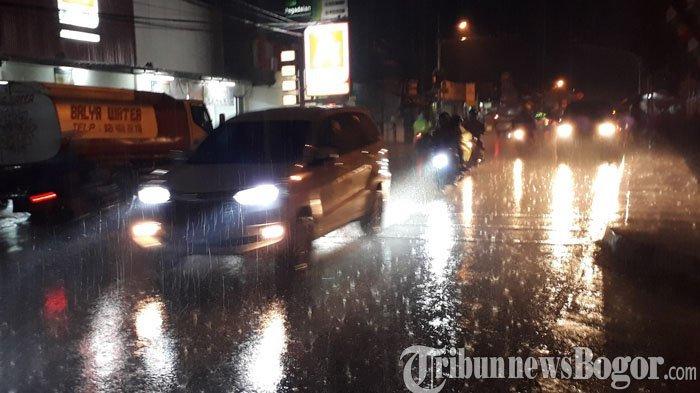Terpantau Kawasan Ciawi Bogor Diguyur Hujan