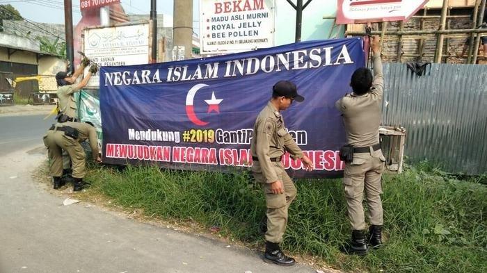 Spanduk #2019GantiPresiden Ditemukan Bertebaran di Kota Serang Banten