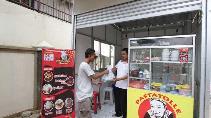 BERITA FOTO: Beginilah Daya Tarik Gerai Kuliner OK Oce di Kecamatan Senen