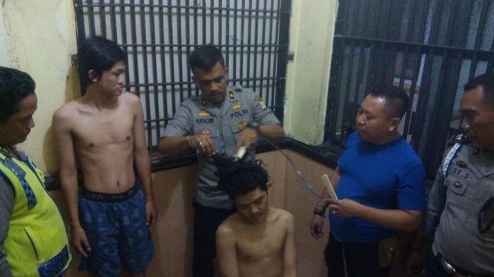 Sebanyak 26 Napi Dicukur Botak, Kapolsek Cengkareng: Tiga Empat Bulanan Belajar Nyukur Dulu di Garut