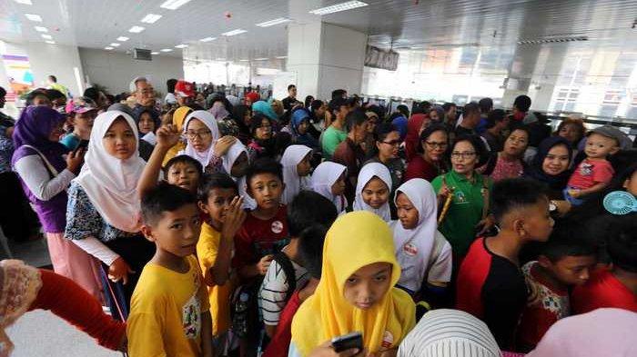 BERITA FOTO: Warga Antusias Ikut Uji Coba LRT Jakarta