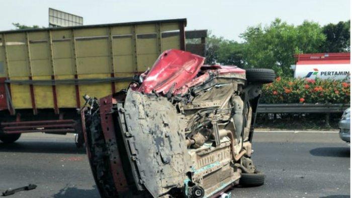Breaking News: Kendaraan Terguling Beruntun di Tol Tangerang, Korban Lagi Ganti Ban Jadi Korban