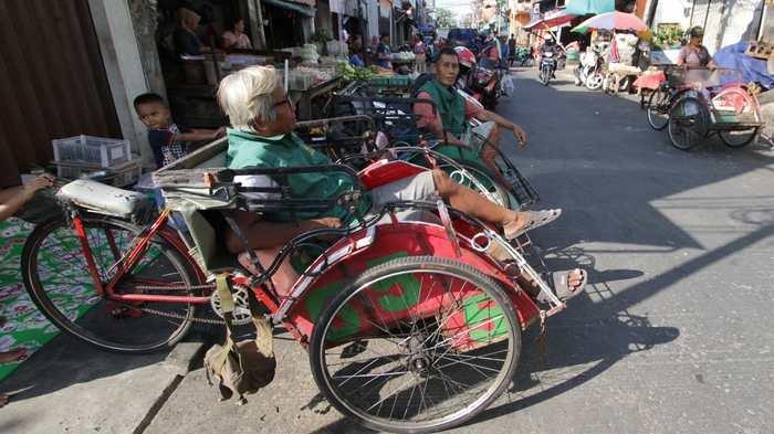 Menguak Kehadiran Becak untuk Mengatasi Masalah Sosial atau Transportasi