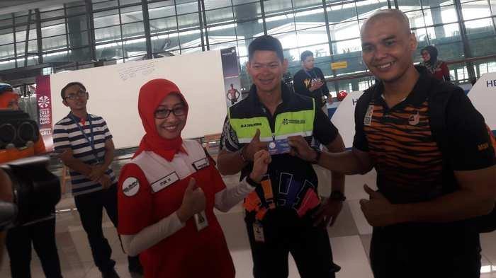 Atlet Para Games Disawer Koin Recehan di Bandara Soetta