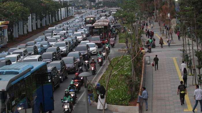 Berikut Rekayasa Lalin Terkait Pembongkaran Traffic Decking Simpang Jalan Dr Satrio-Jalan Sudirman