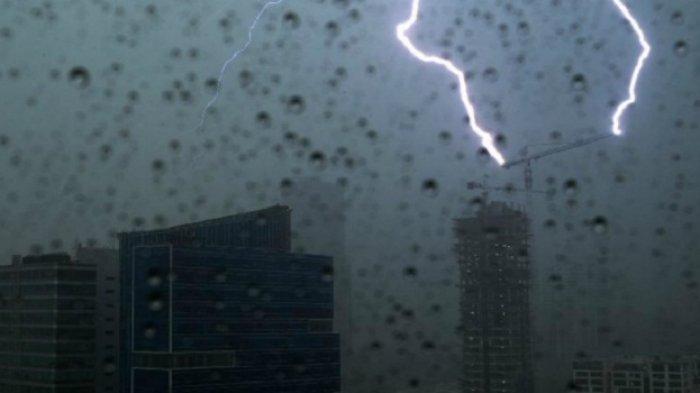 Prakiraan Cuaca Bmkg Hari Ini Jakarta Timur Dan Selatan Hujan Disertai Petir Dan Angin Kencang Warta Kota