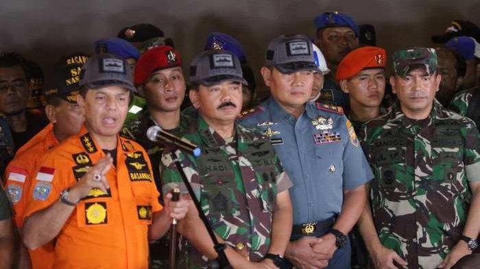 Panglima TNI Lihat Majalah dari Kursi Pesawat Lion Air JT 610 Terbuka Sendiri