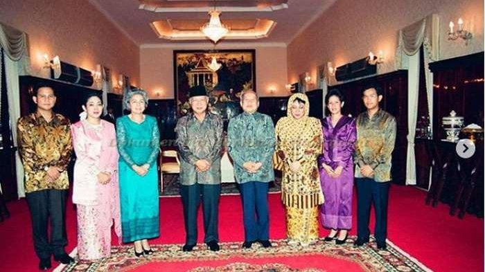 Prabowo Dampingi Soeharto Sebelum Lengser