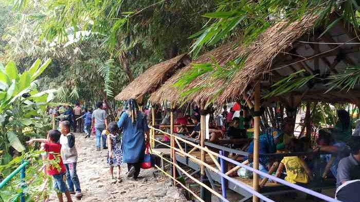Ternyata, Wisata Hutan Bambu Bekasi Lahan Kosong Tempat Istirahat Petugas Kebersihan