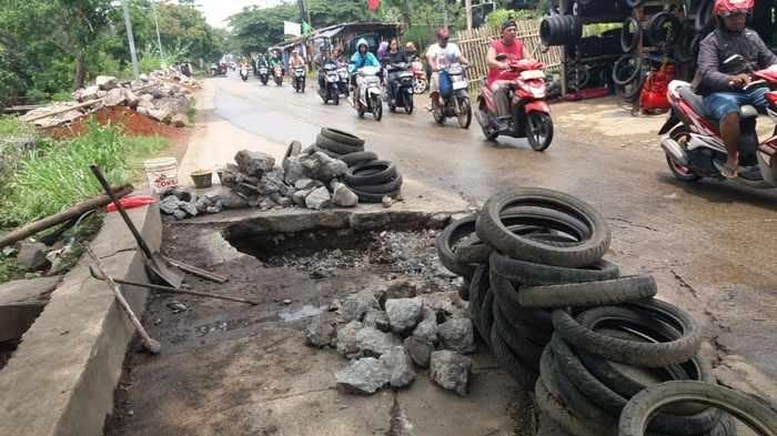 Dinas PUPR Pastikan Mulai Perbaiki Jalan Cipayung Depok yang Amblas