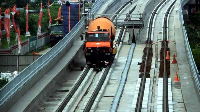 Sri Mulyani Ungkap Alasan Pemerintah Hentikan Sementara Proyek Kereta Cepat dan LRT Jabodebek